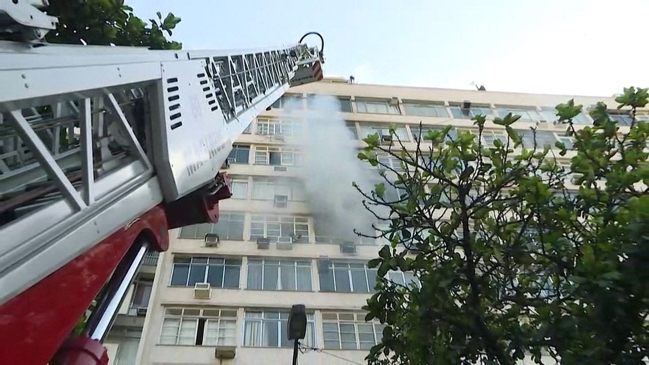 Apartamento pega fogo na Praia de Botafogo; quatro ficam feridos