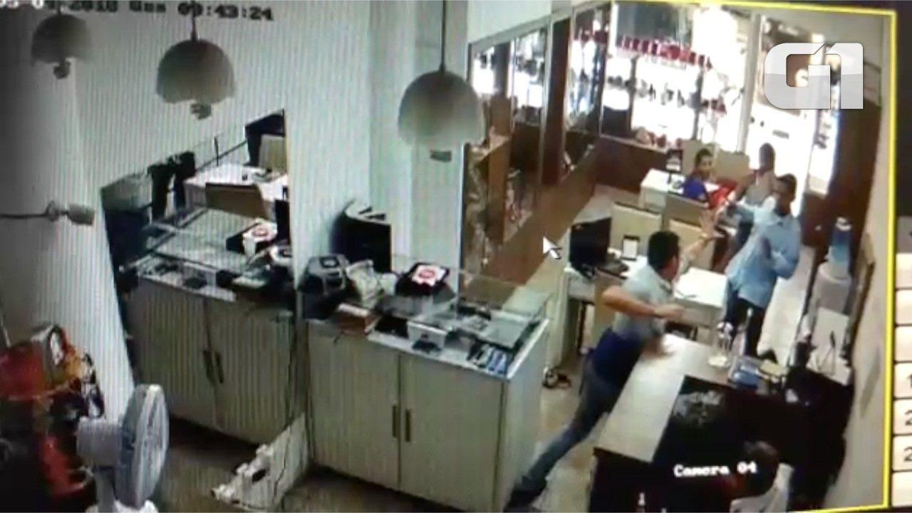 322ae7aa03e Vídeo mostra empresário sendo baleado em assalto em Centro de Cuiabá