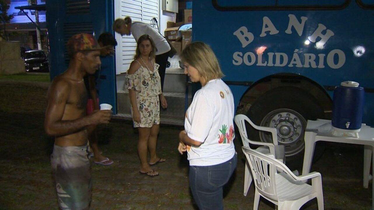 Em Movimento: Ônibus solidário oferece banho a moradores de rua em Vila Velha