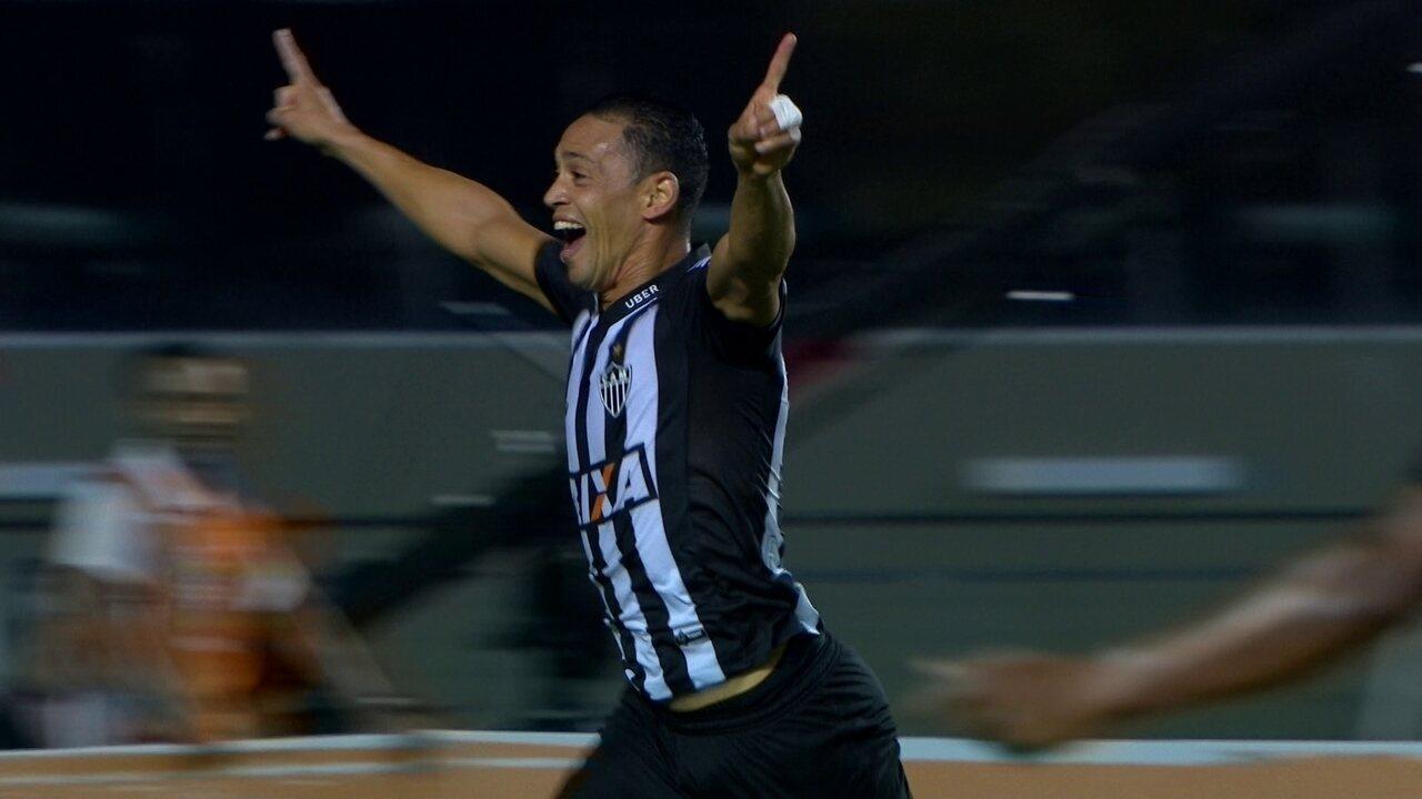 Gol do Atlético-MG! Cazares cobra escanteio, Ricardo Oliveira marca