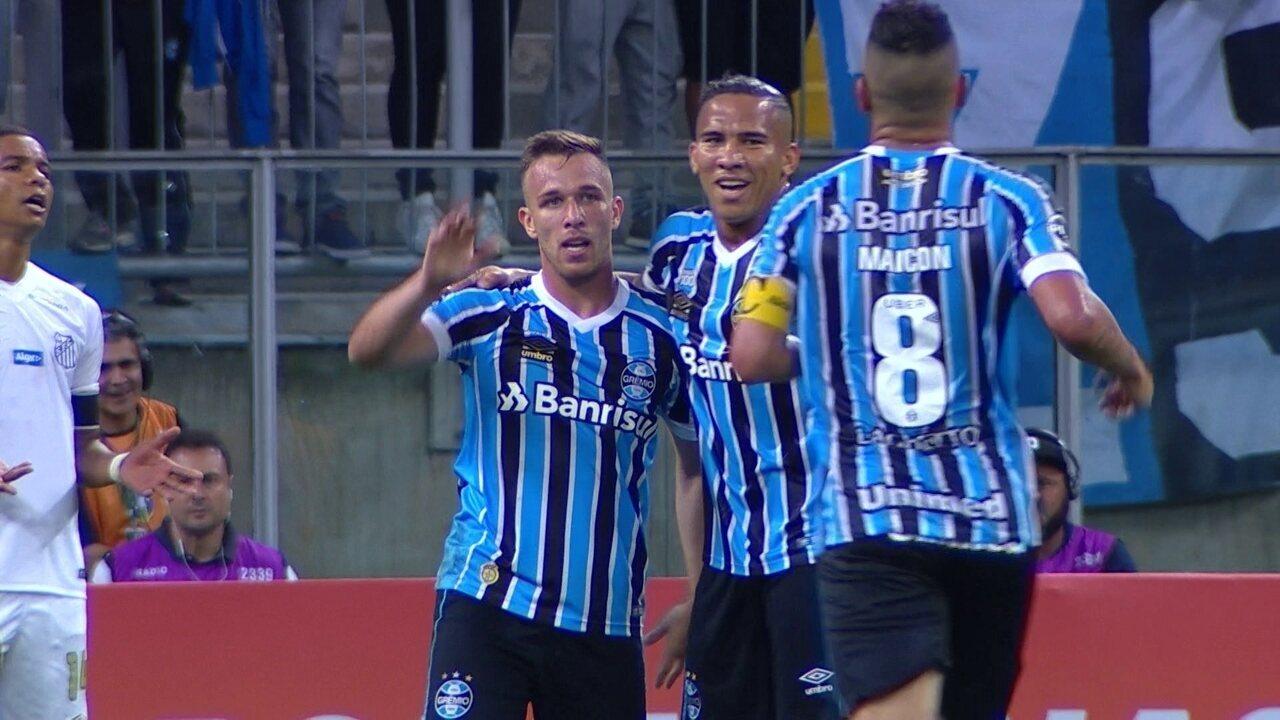 Gol do Grêmio! Everton rola para Arthur acertar um lindo chute, aos 34' do 2º tempo