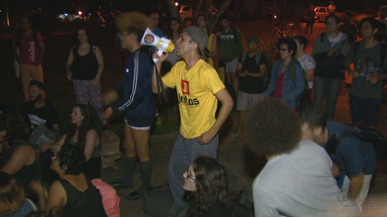UFSCar obtém reintegração de posse e estudantes deixam prédio da reitoria
