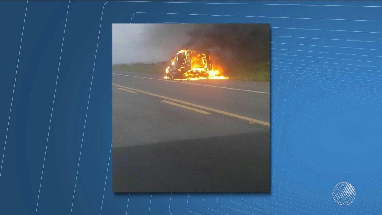 Ambulância do município de Uauá pega fogo na BR-235