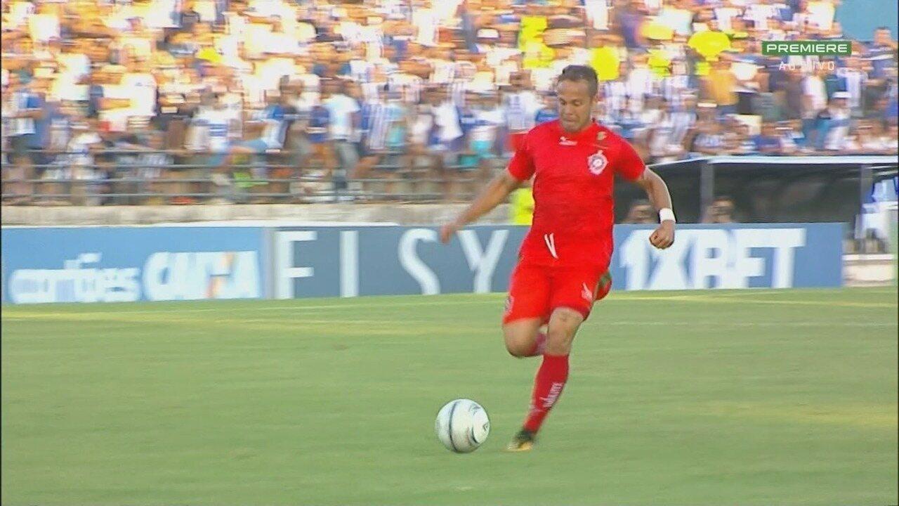 Quase gol do Boa Esporte! William Barbio lança Douglas Baggio que perde chance aos 7 do 1º