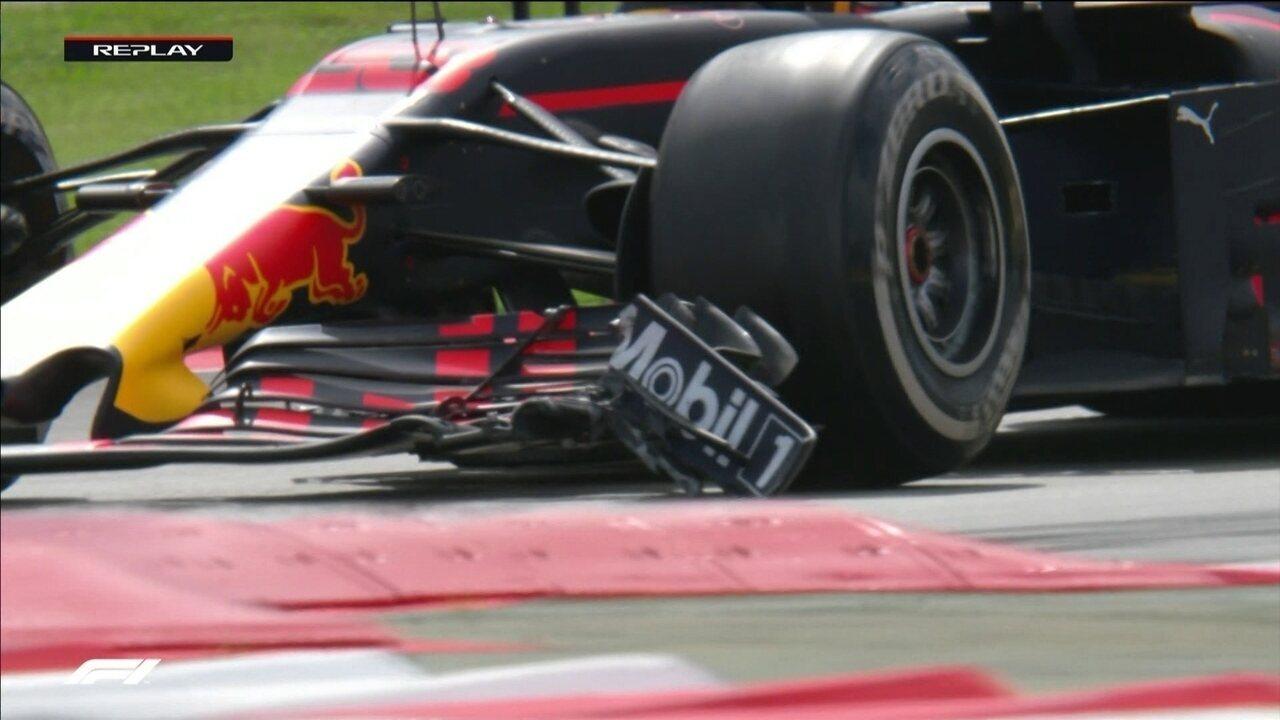 Alonso ultrapassa Leclerc, enquanto Verstappen erra e acaba quebrando asa