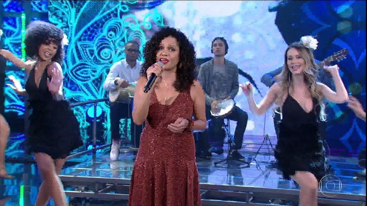 Tereza Cristina canta 'Com Que Roupa'