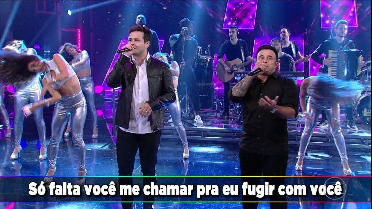 Matheus e Kauan cantam 'Te Assumi para o Brasil'