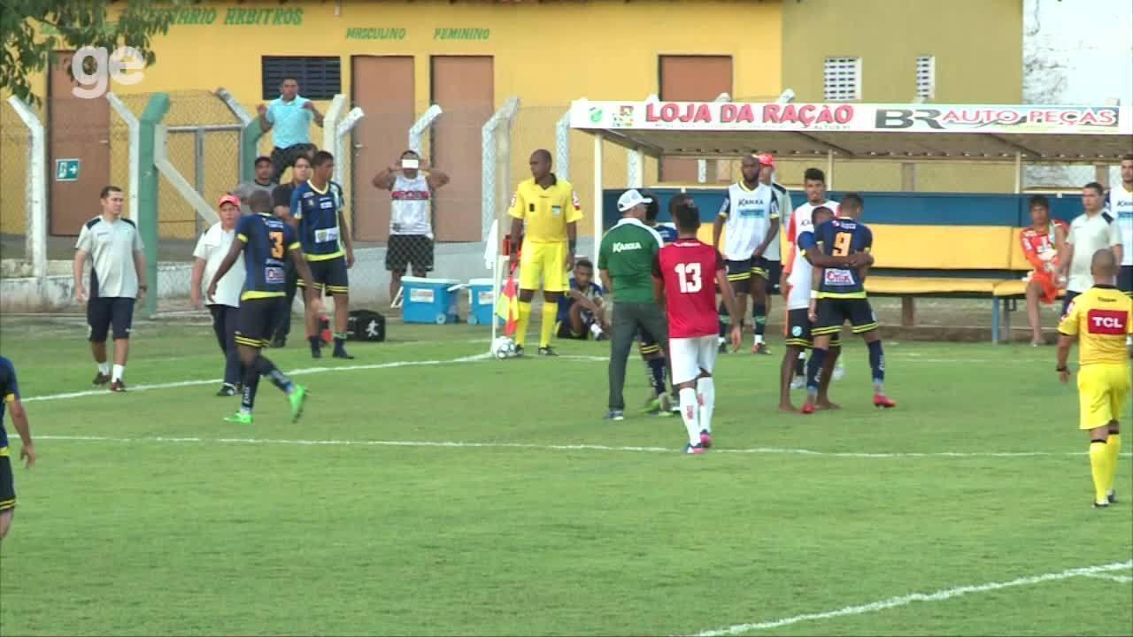 Leone e Manoel trocam agressões em jogo do Altos na Série D
