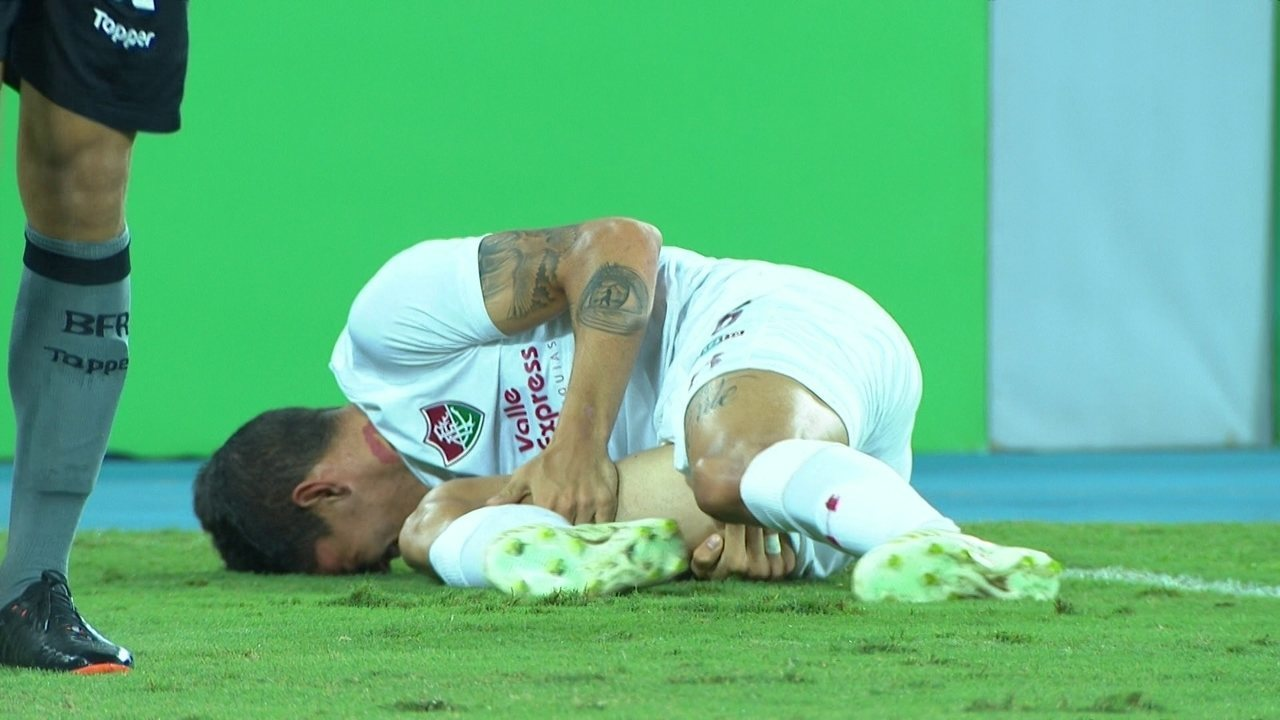 Airton Lucas sente lesão muscular e vai deixar a partida