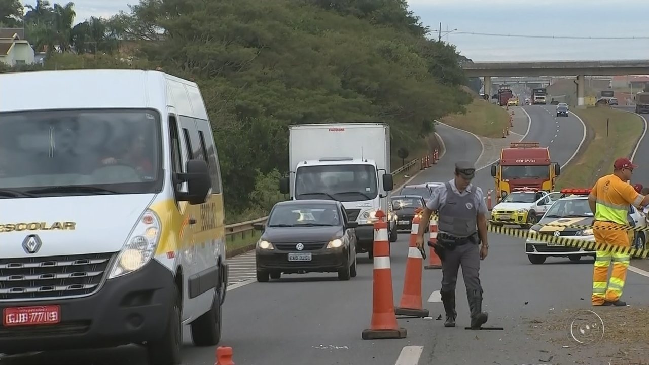 Carro caporta e mata homem que trabalhava em canteiro de rodovia em Itapetininga
