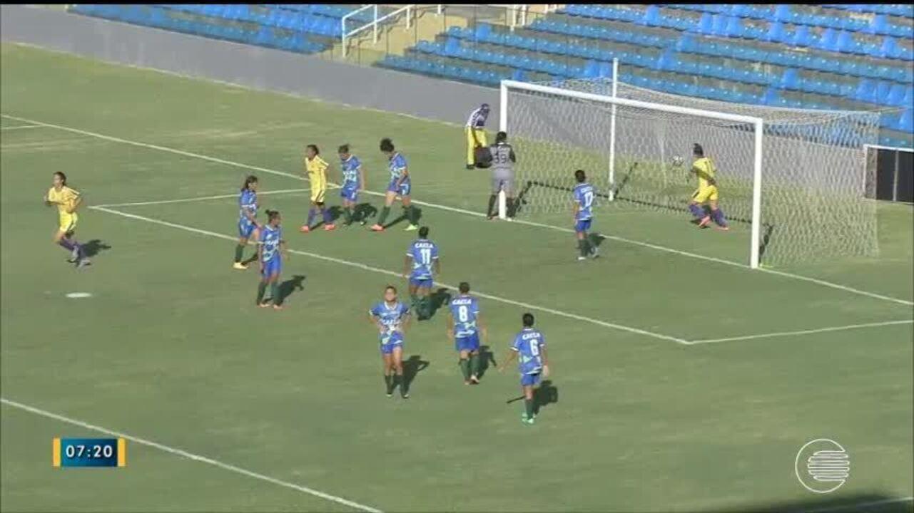 Júlia marca golaço de falta na vitória do Tiradentes-PI sobre o São Gonçalo