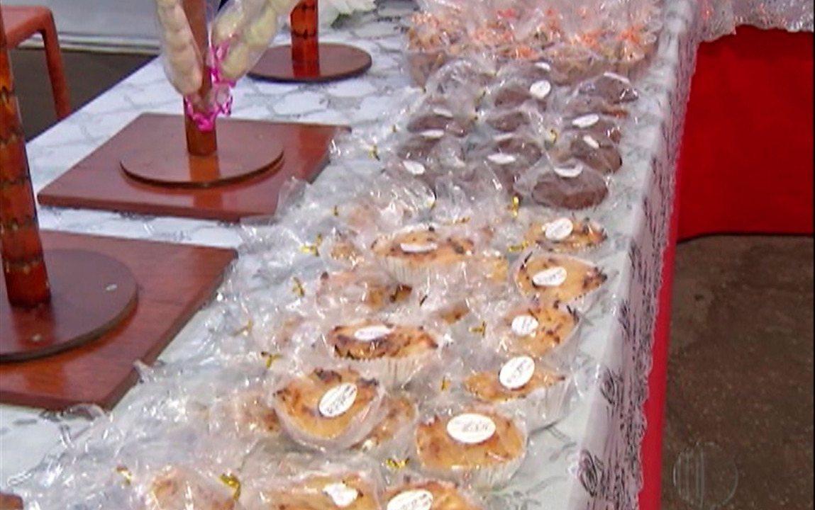 Barraca da Fruta do Amor oferece diversas opções de doces na Quermesse do Divino de Mogi