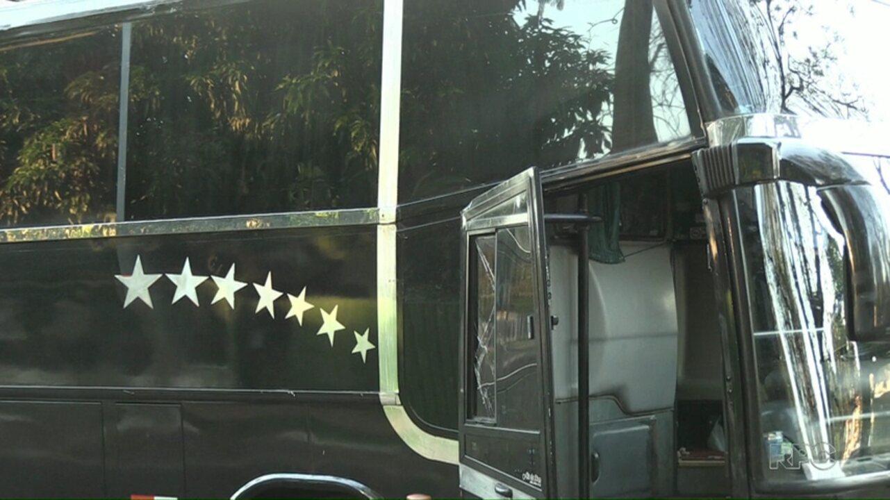 Criminosos assaltam ônibus de compristas na BR-277, em Foz do Iguaçu