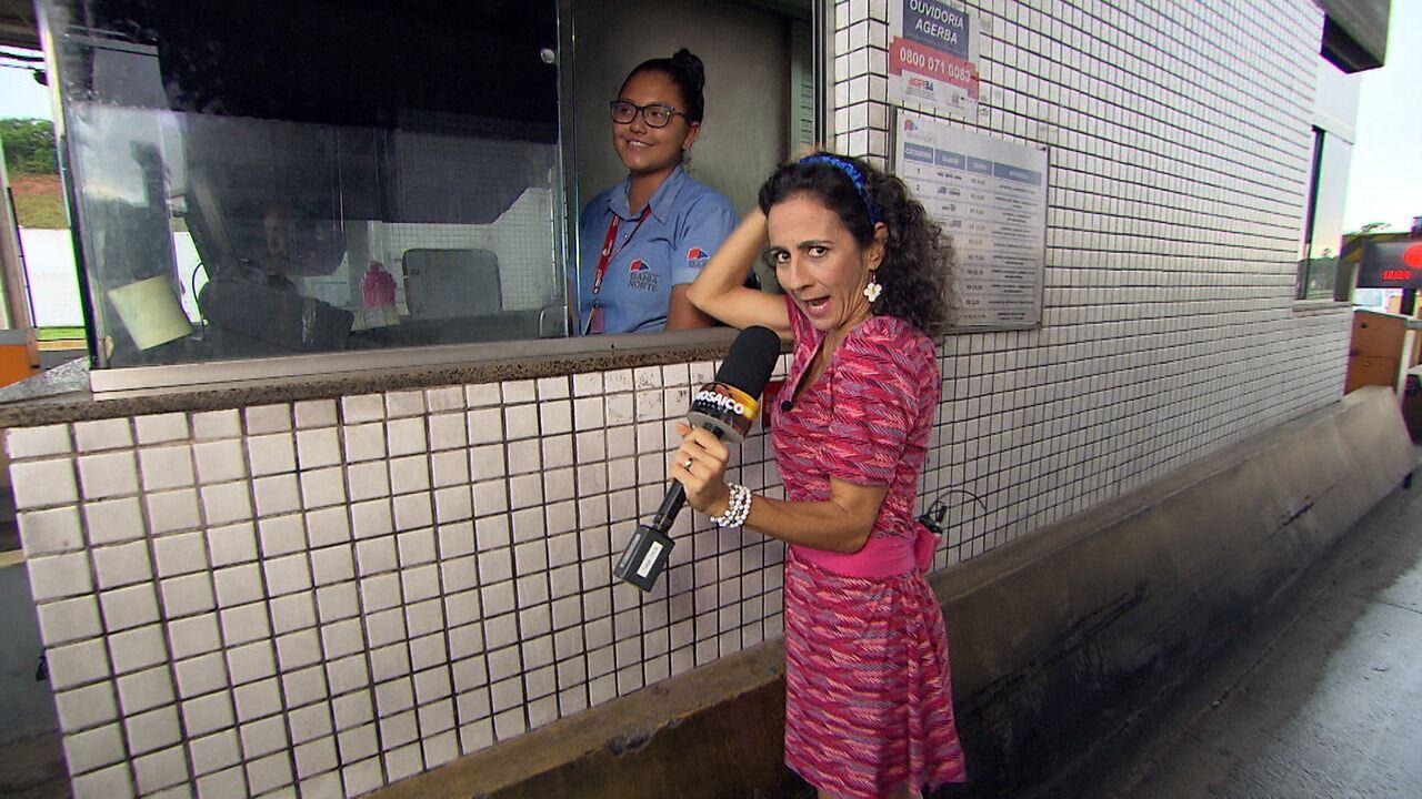 Maria Menezes mapeia as situações pitorescas que acontecem num pedágio