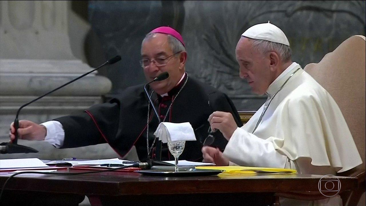 34 bispos chilenos renunciam após reunião com o Papa