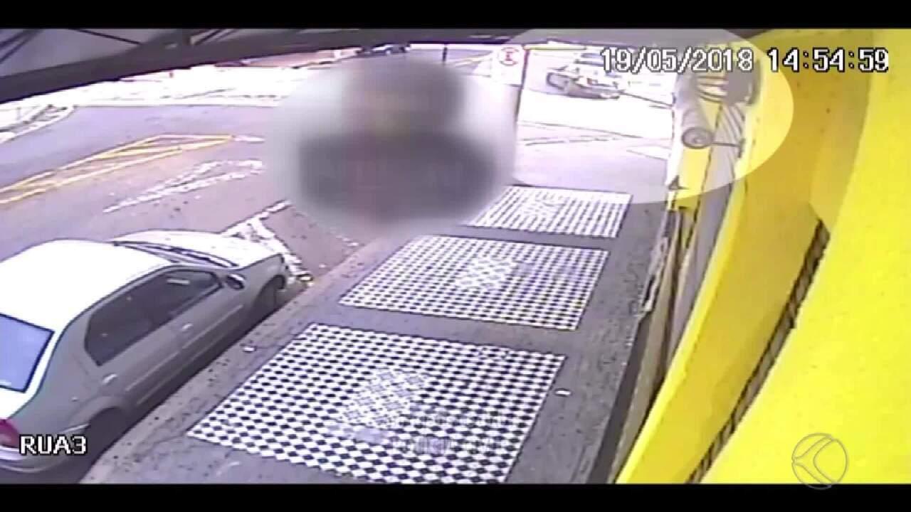 Motorista é alvo de disparos e dirige ferido até hospital em Juiz de Fora; veja vídeo