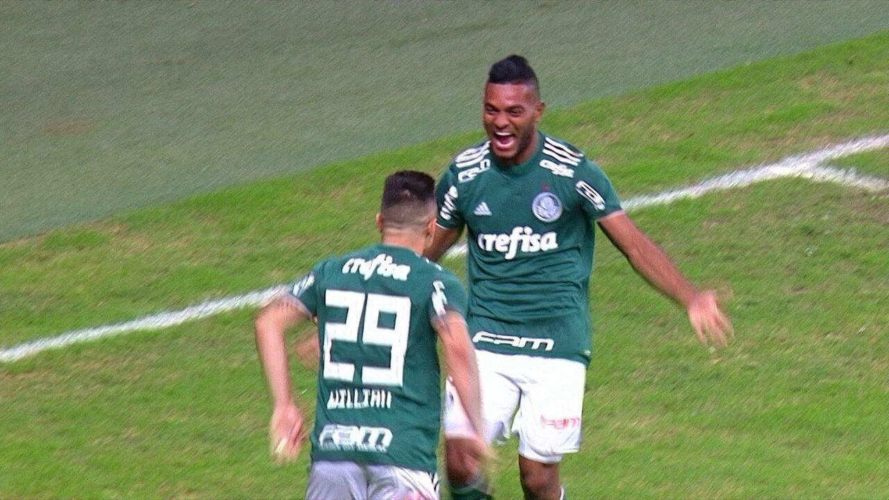 Gol do Palmeiras! Borja avança e toca para Willian abrir o placar aos 2' do 1º