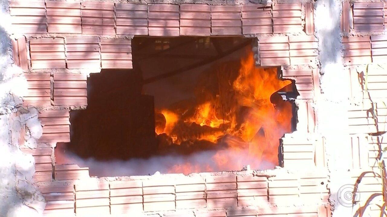 31875e7ad Incêndio atinge fábrica de confecções em Arealva e um funcionário morre