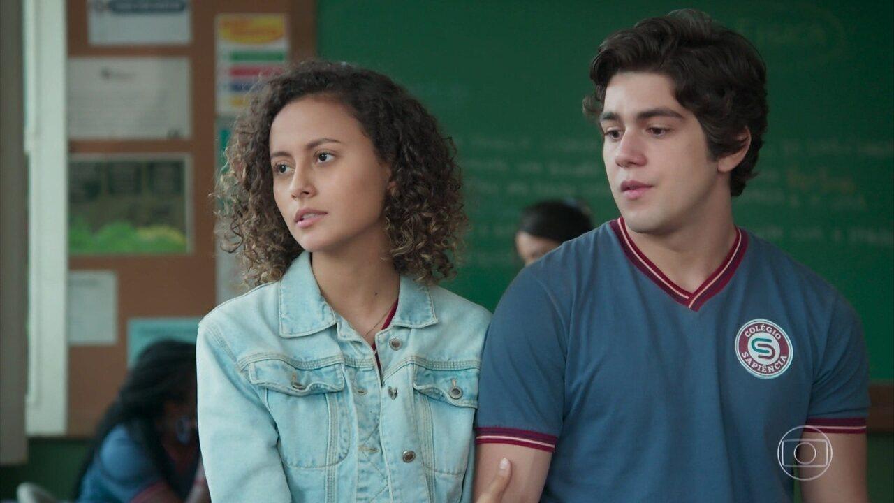 Alex e Maria Alice comunicam a Pérola que desejam ficar juntos