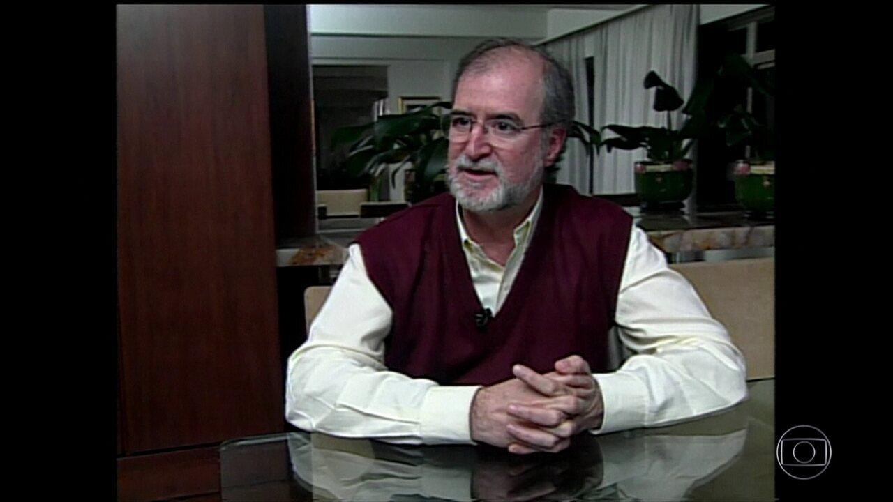 Defesa de Eduardo Azeredo negocia com Polícia Civil termos da prisão do ex-governador