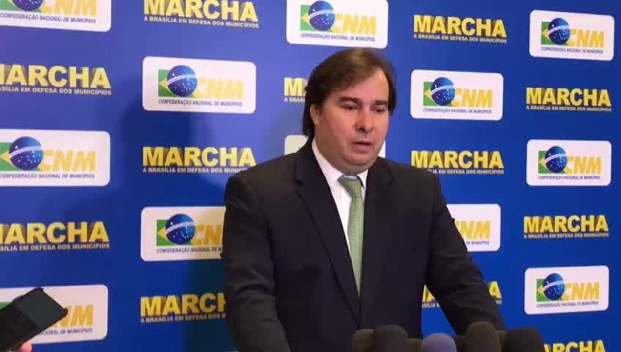 Presidente da Câmara, Rodrigo Maia, fala sobre corte de tributos sobre gasolina e gás de cozinha