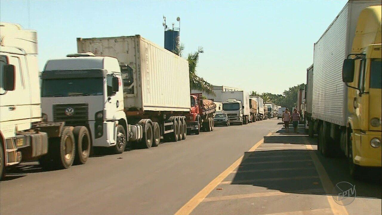 Protesto de caminhoneiros contra alta do preço do diesel chega ao 3º dia