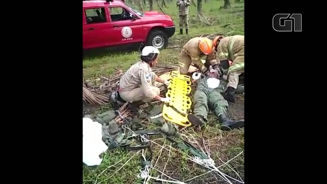 Pilotos de caça da FAB que caiu em Santa Cruz são resgatados