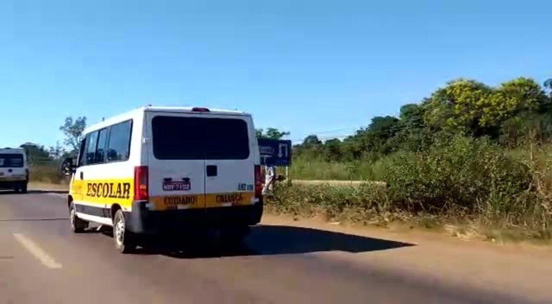 Motoristas de vans escolares fazem carreta em apoio à manifestação dos caminhoneiros em RO