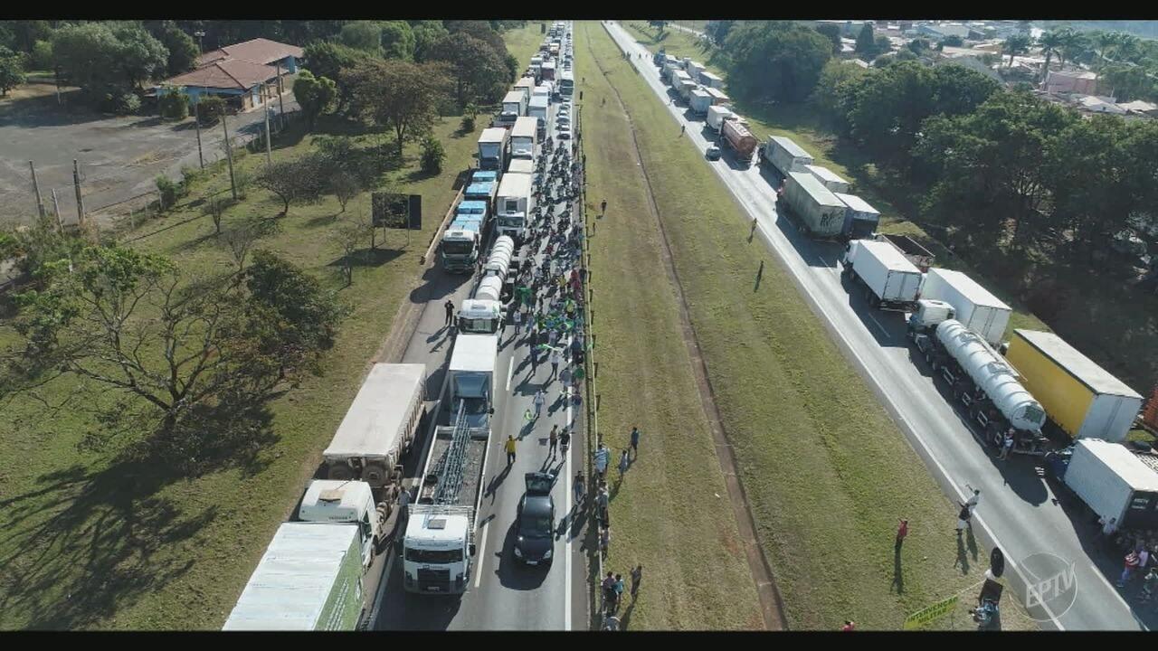 Caminhoneiros seguem mobilizados pelas estradas da região