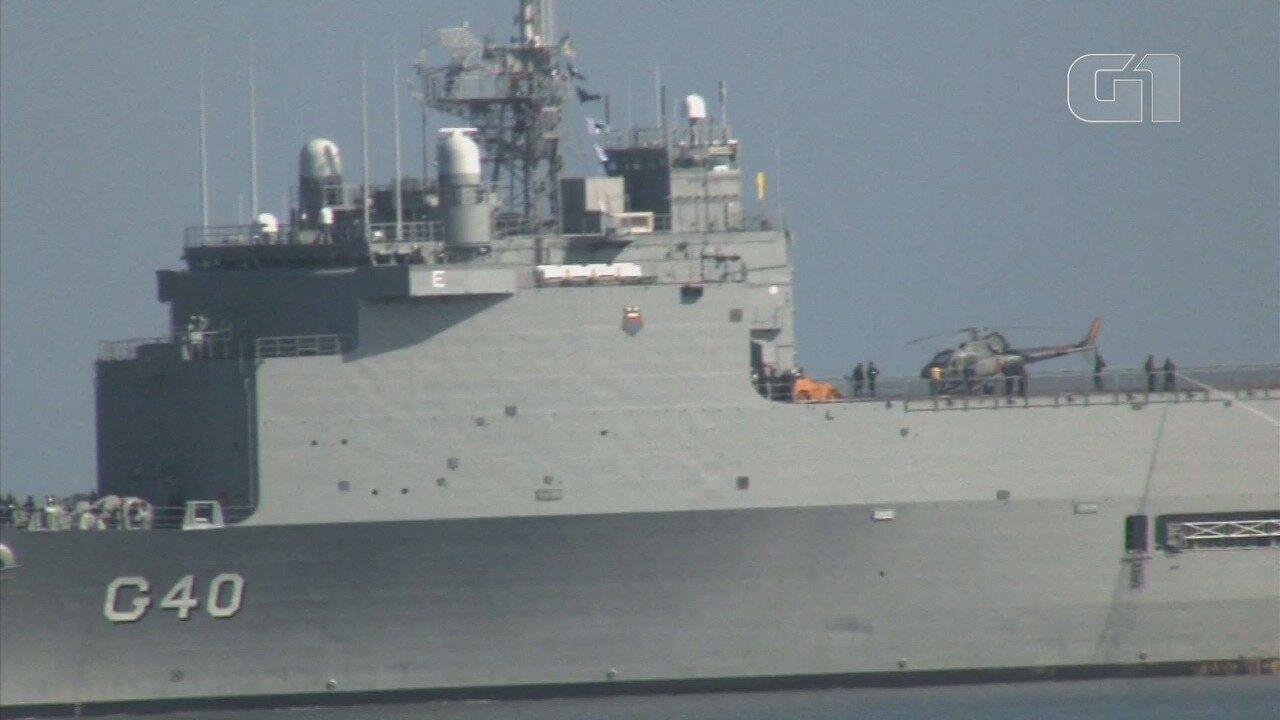 Navio Doca Bahia, da Marinha do Brasil, chega ao Porto de Santos, SP, com 260 fuzileiros