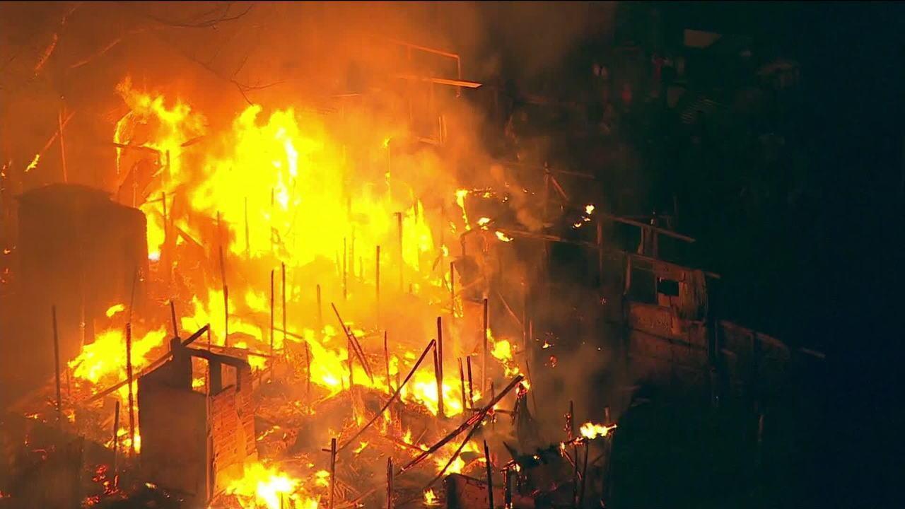 Incêndio atinge comunidade em Osasco, na Grande SP