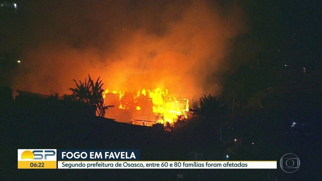 Incêndio destroi parte de favela em Osasco, na grande São Paulo