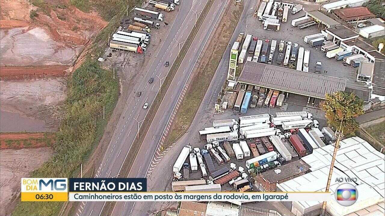 Caminhoneiros estão em postos às margens da Fernão Dias, em Igarapé