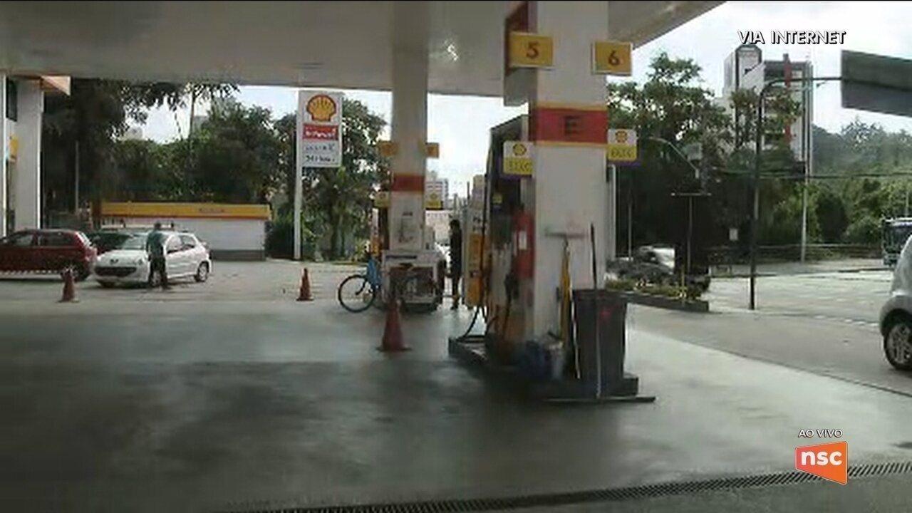 Vale do Itajaí ainda registra escassez de combustível; Serra catarinense recebe gasolina