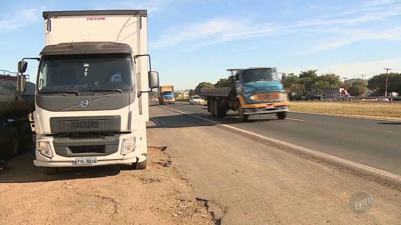 Caminhoneiros começam a sair de pontos de paralisação em rodovias da região
