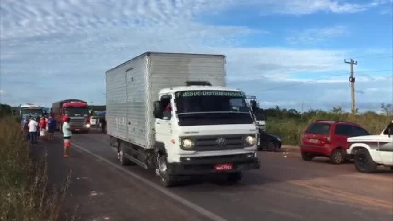 Caminhoneiros deixam ponto de concentração em rodovia no Ceará