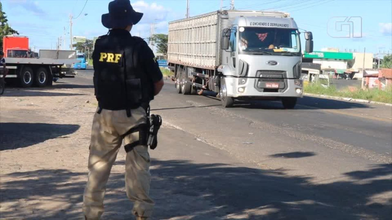 Caminhoneiros liberam ponto de bloqueio na BR-316 em Teresina