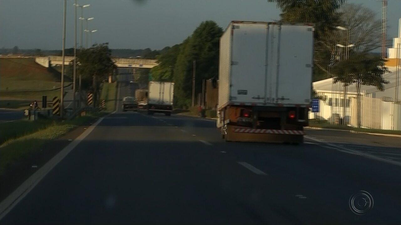 Caminhoneiros deixam pontos de concentração em rodovias de Itapetininga e região