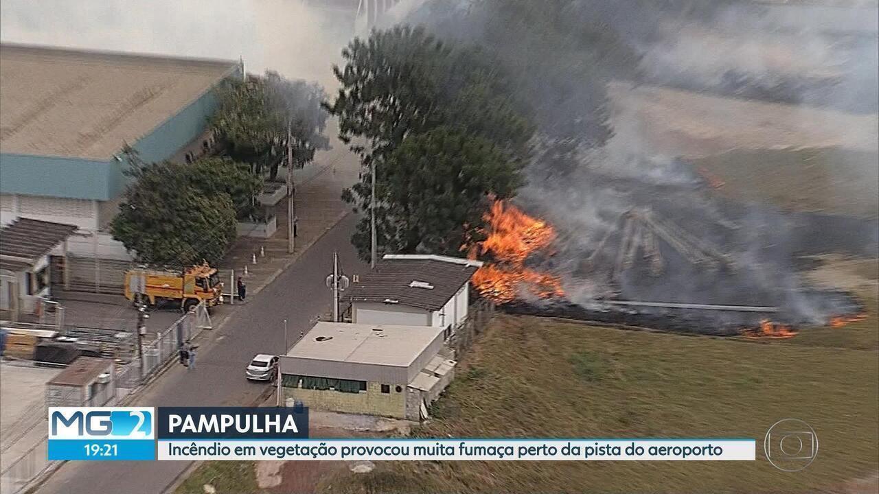 Incêndio atinge terreno ao lado do Aeroporto da Pampulha, em Belo Horizonte