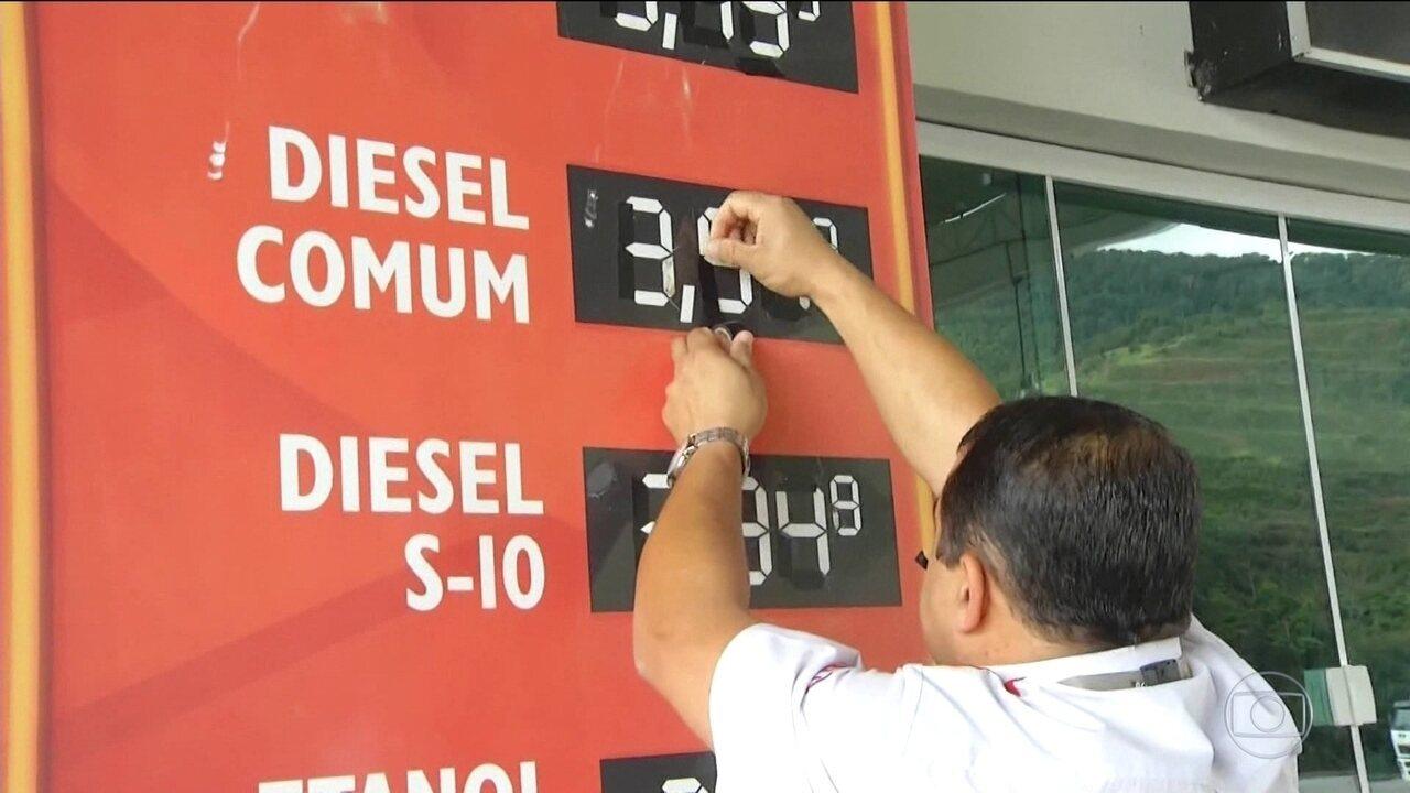 Postos começam a baixar preço do diesel na bomba