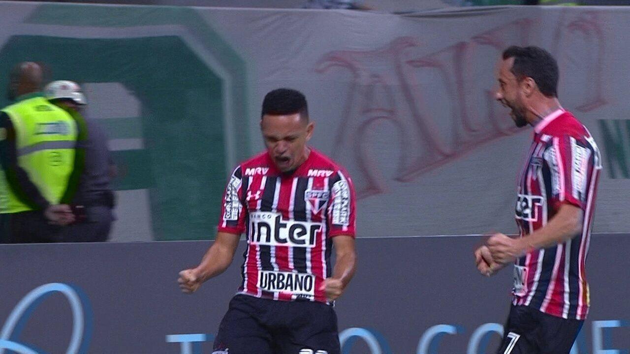 Gol do São Paulo! Dracena recua, Marcos Guilherme divide e bola entra, aos 29 do 1º tempo
