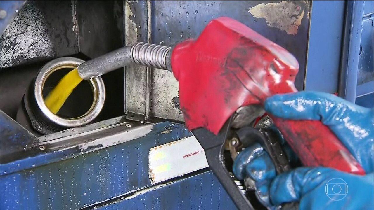 Donos de postos afirmam pagar do próprio bolso parte da redução de R$ 0,46 do óleo diesel