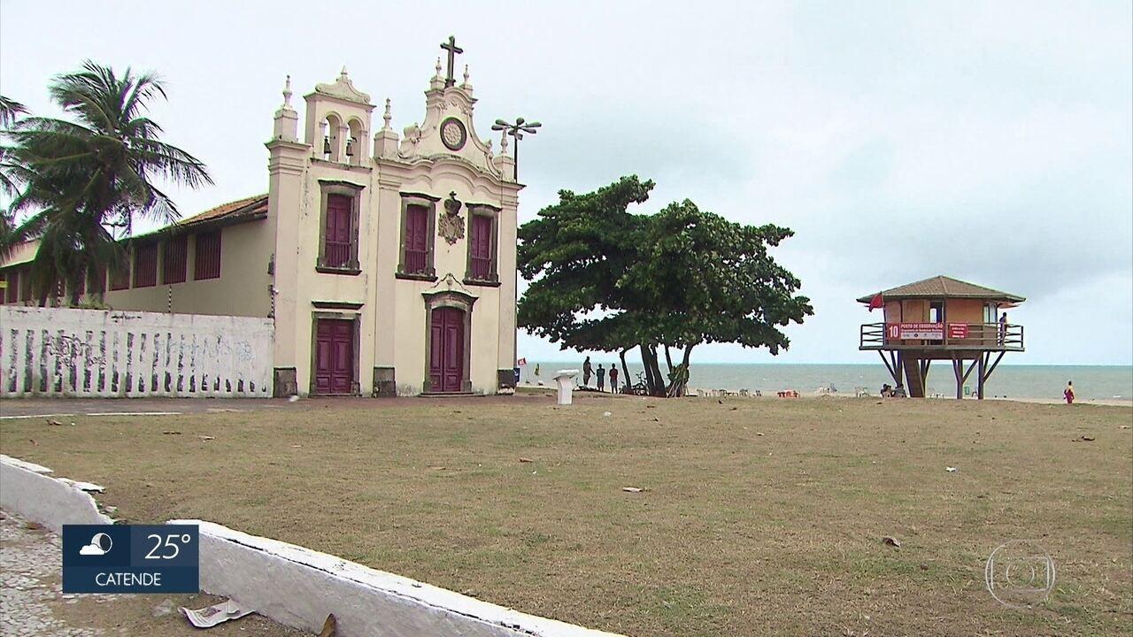 Pesquisador propõe proibição do acesso ao mar em áreas com maior risco de ataques de tubarão em Pernambuco