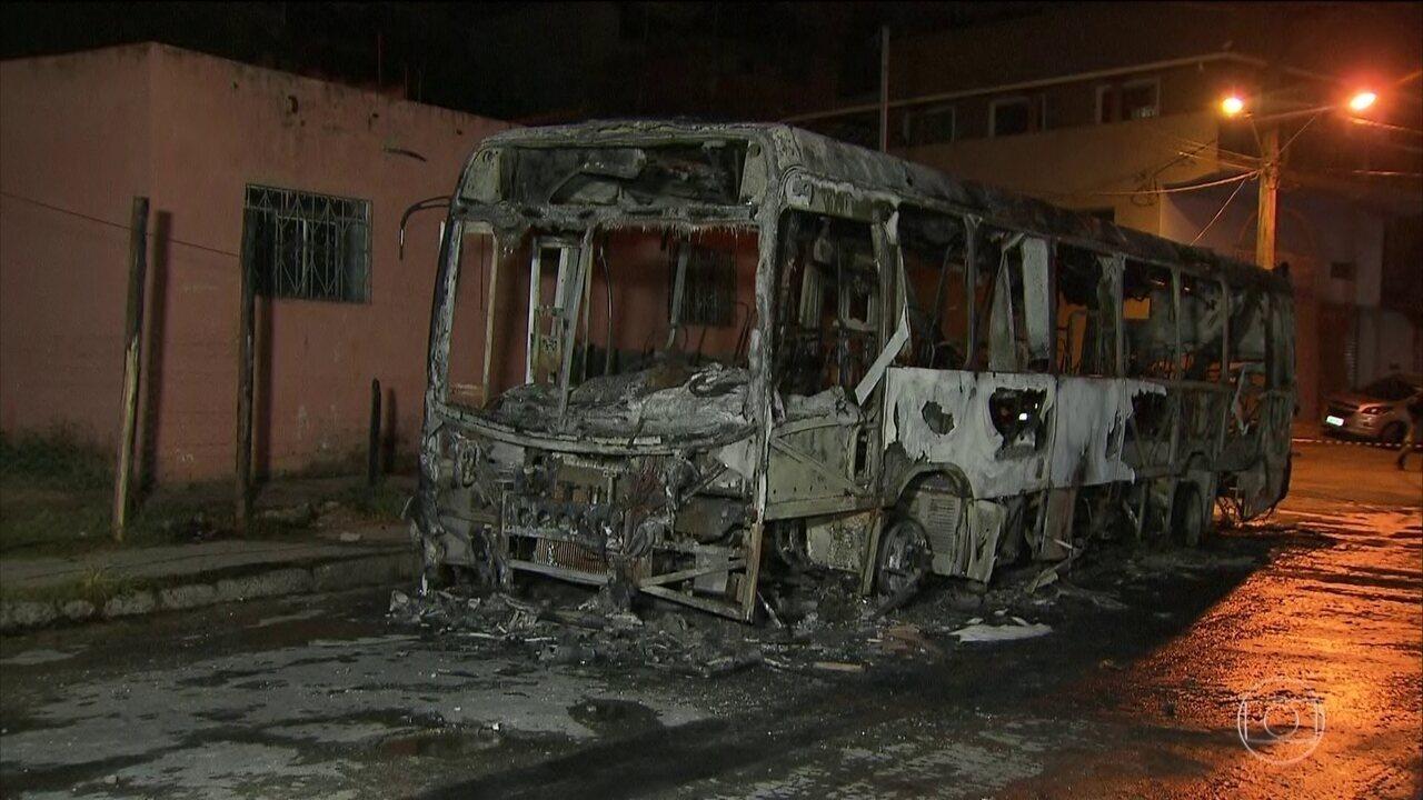 Ônibus e prédios públicos são depredados em MG pelo 4º dia seguido