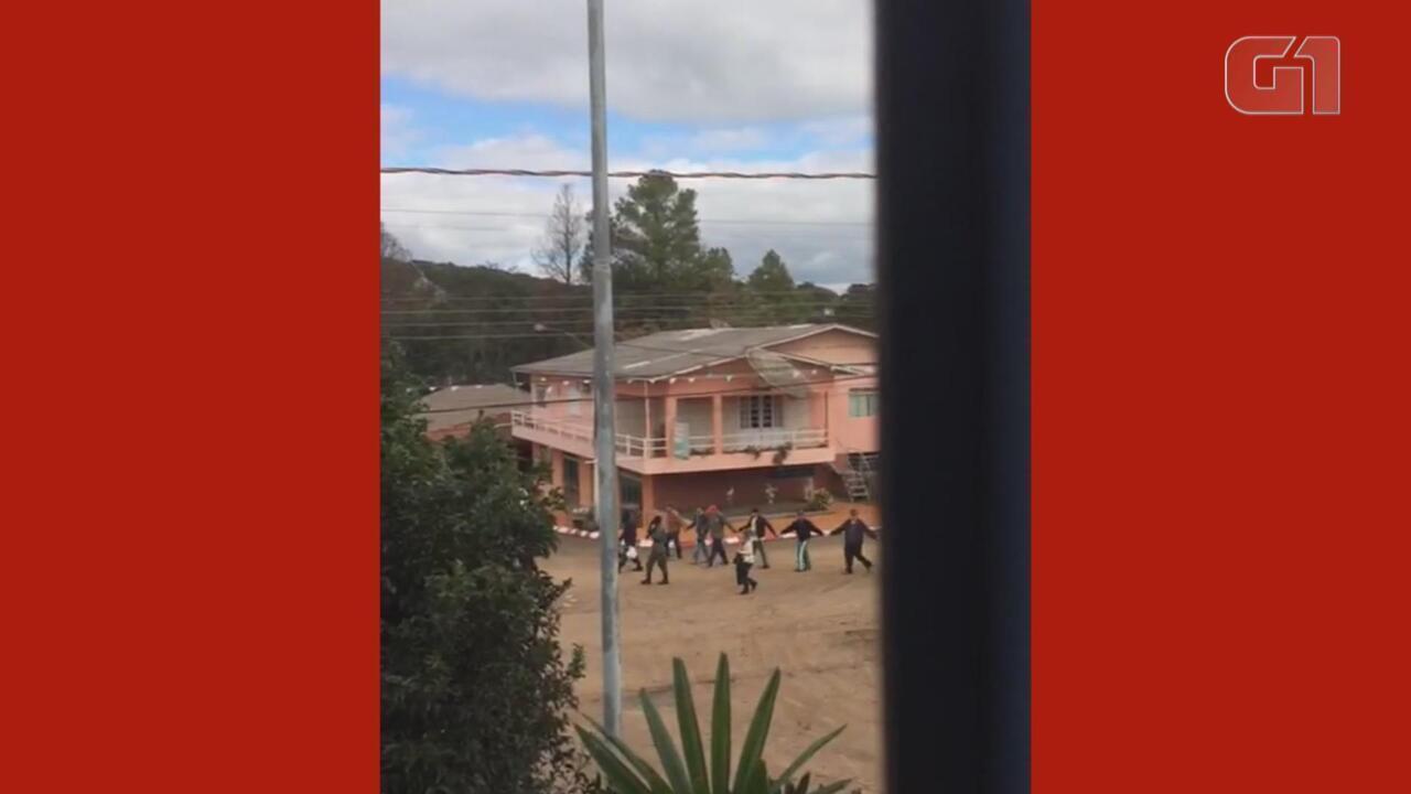 Criminosos fazem cordão humano durante roubo a agências bancárias em Santo Expedito do Sul