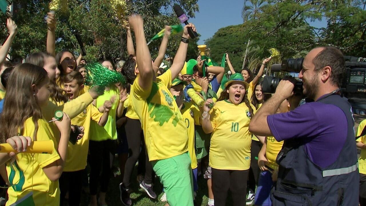 Encerramento com o tema Copa do Mundo