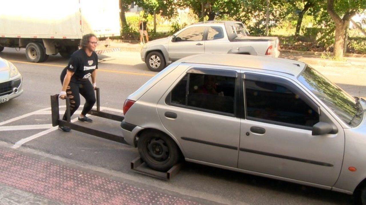 Em Movimento: Mulheres poderosas levantam até carro
