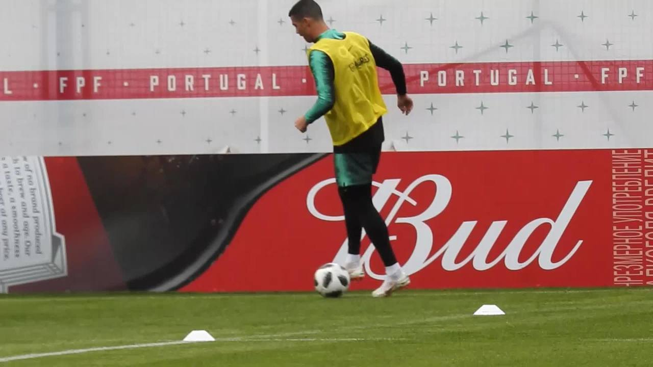 Cristiano Ronaldo mostra gingado em treino de Portugal