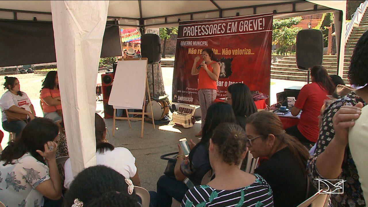 Professores fazem protesto no Centro de São Luís