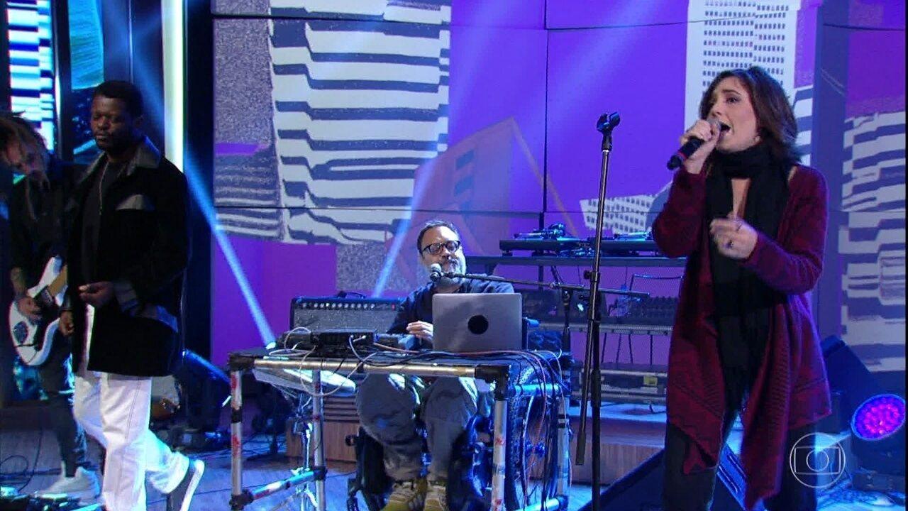 Marcelo Yuka canta 'Confusão' com sua banda